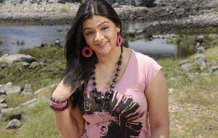 aarthi agarwal smiling picture